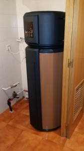 Midea Parmaz modelo ARJ190 bomba de calor para agua caliente sanitaria